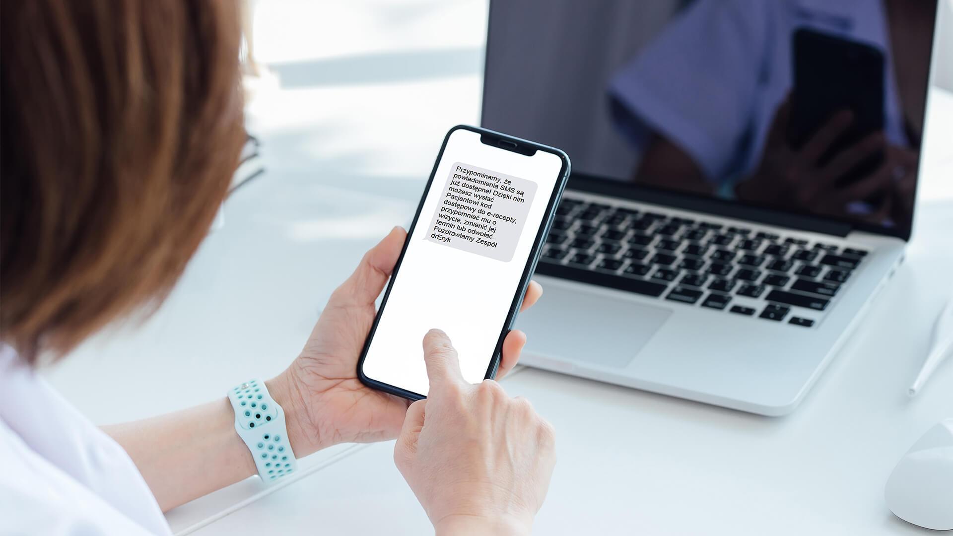 Jak wysłać powiadomienia SMS oraze-mail?
