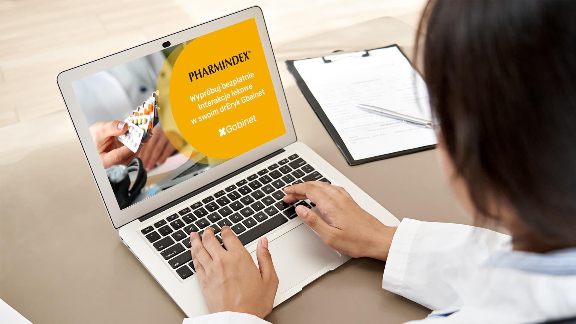 Interakcje lekowe w drEryk Gabinet - lekarz oglądający film promocyjny